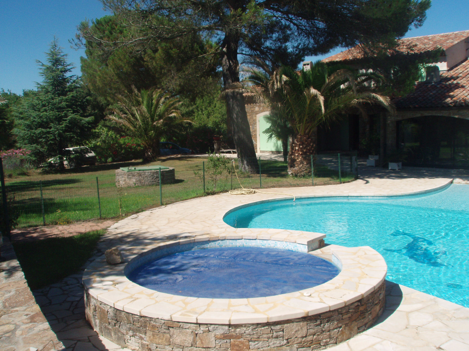 A vendre villa 240 m gassin guillec immobilier for Piscine coque avec jacuzzi