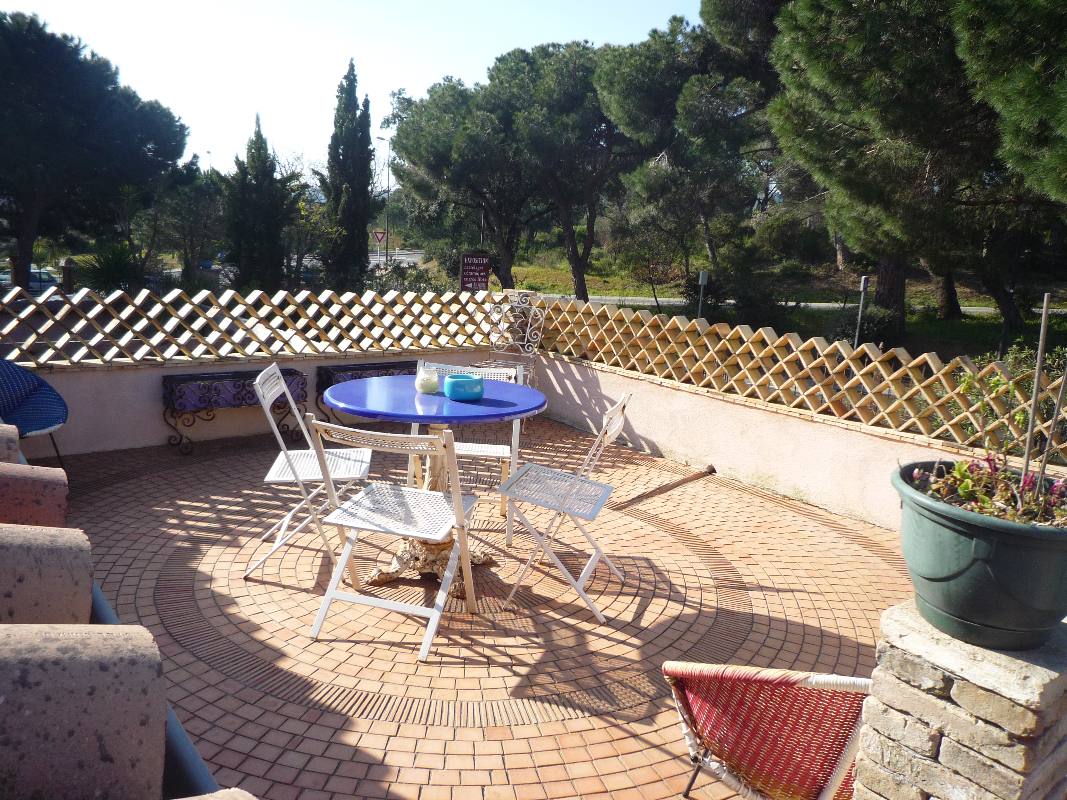 A vendre villa 500 m ramatuelle guillec immobilier for Appartement avec terrasse