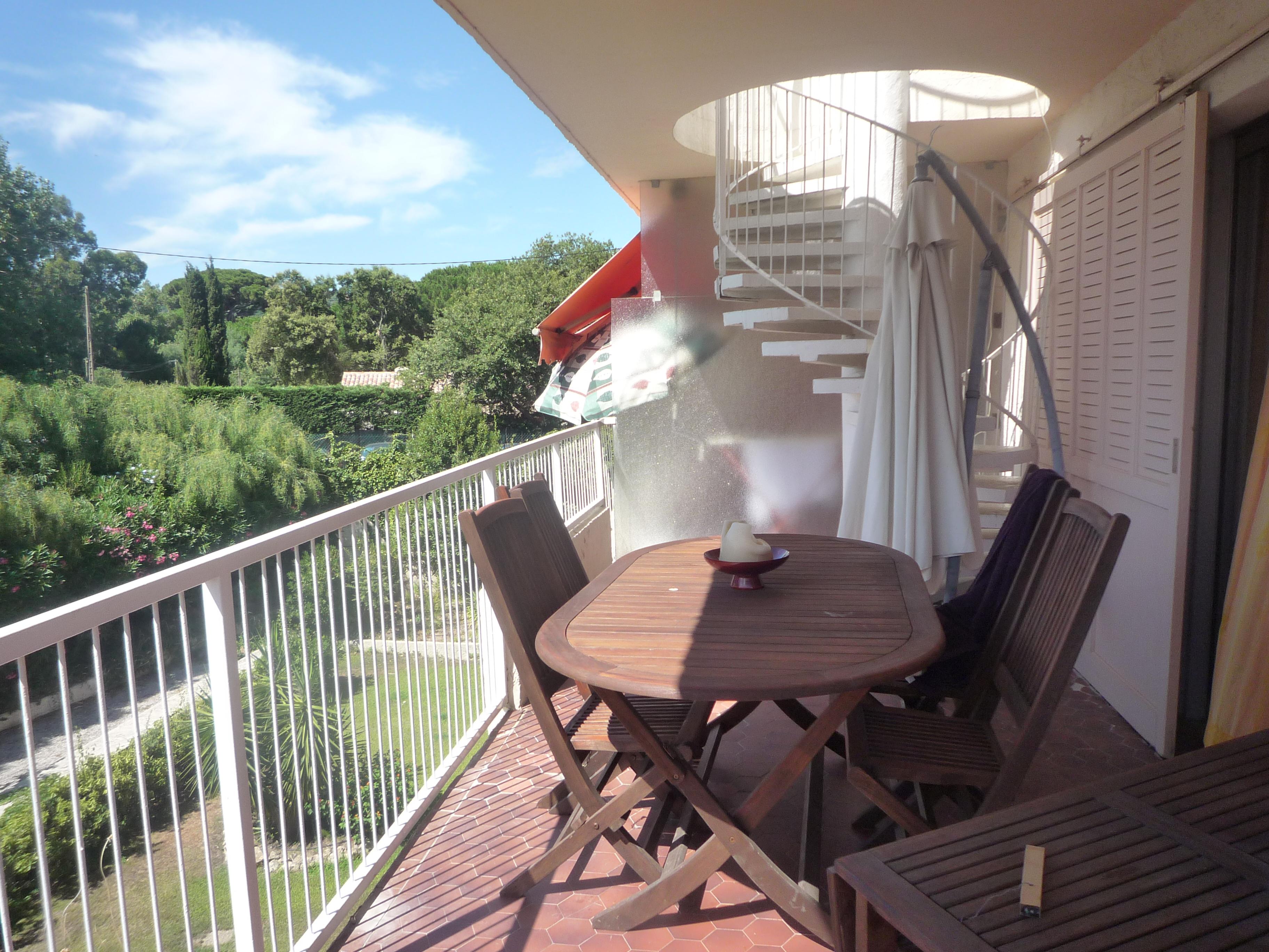 A vendre appartement 44 m saint tropez guillec immobilier for Appartement avec terrasse sur le toit