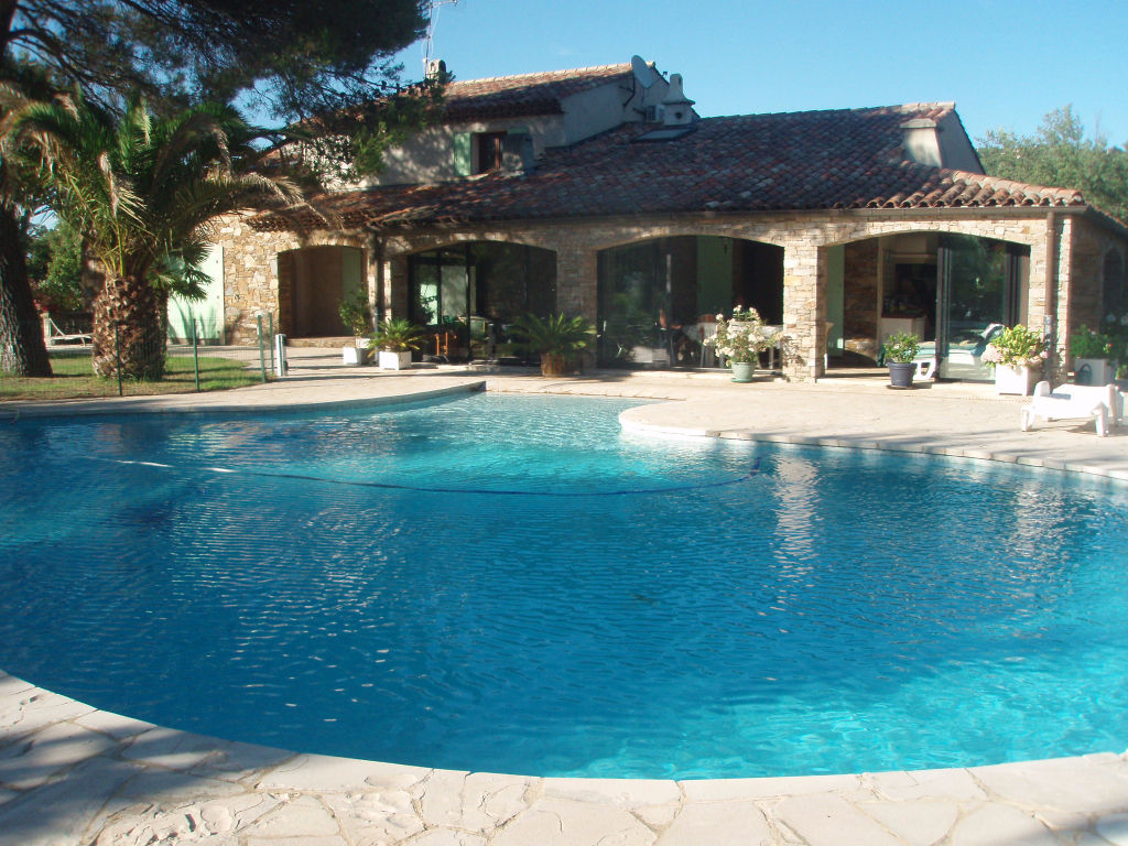 A vendre villa 240 m gassin guillec immobilier for Photo maison avec piscine