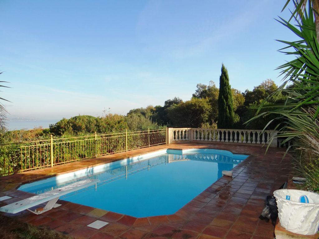 A vendre villa 0 m gassin guillec immobilier for Camping saint tropez avec piscine