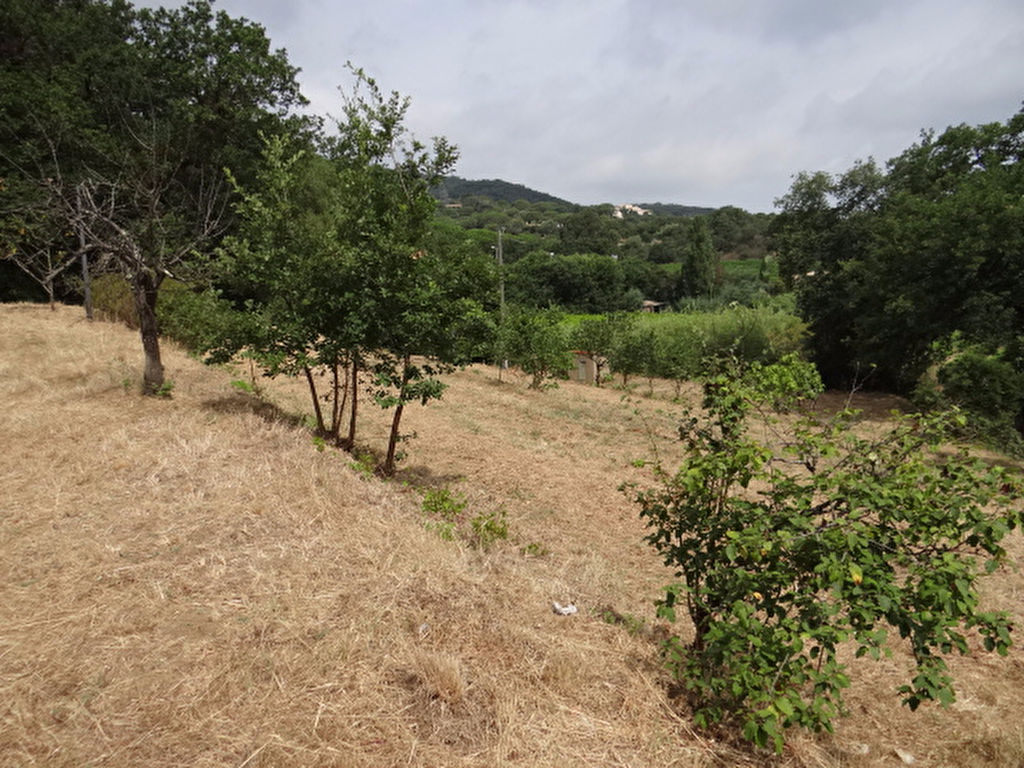 BUILDING PLOT BETWEEN THE VILLAGE OF RAMATUELLE AND THE PAMPELONNE BEACHES