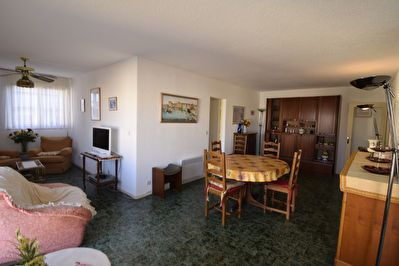 APARTMENT TWO STEPS FROM THE PORT IN A GUARDED RESIDENCE 2/9
