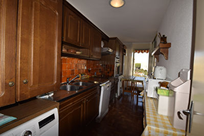 APARTMENT TWO STEPS FROM THE PORT IN A GUARDED RESIDENCE 5/9